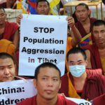 Tibet, polizia spara sui manifestanti: non esponevano la bandiera cinese