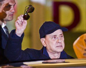 Silvio Berlusconi lascia l' Ospedale San Raffaele