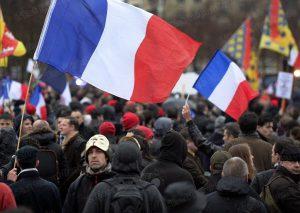 a-l-appel-du-collectif-heteroclite-jour-de-colere-des-milliers-de-manifestants-ont-battu-le-pave-parisien-ce-dimanche-afp