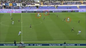 Sempre in riferimento all'attacco su lato debole per Cavanda, va notato il posizionamento di Candreva, Klose, Mauri sul lato forte del campo per creare spazi al terzino destro della Lazio
