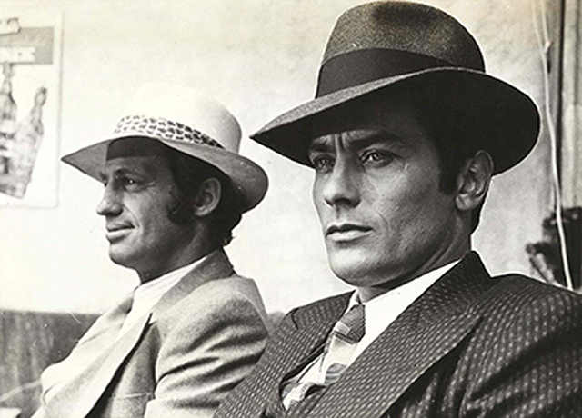 Alain Delon e Jean Paul Belmondo sul set con cappelli Borsalino 36166557a29c