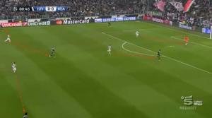 Immagine 1.  Pressing ultraoffensivo della Juventus, Casillas sbaglia il rinvio, recupera palla Marchisio che verticalizza su Vidal, che non riesce a concludere in porta