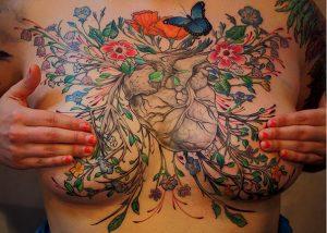 Tatuaggio al seno