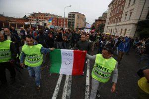 Nomadi: alcune centinaia a corteo rom e sinti a Bologna