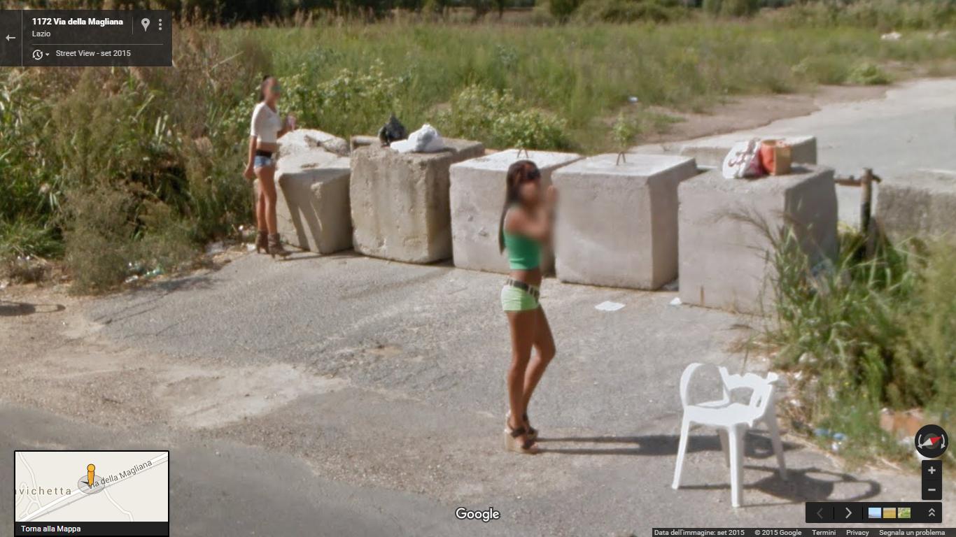 Le prostitute di Roma in posa per Google Street View (foto)