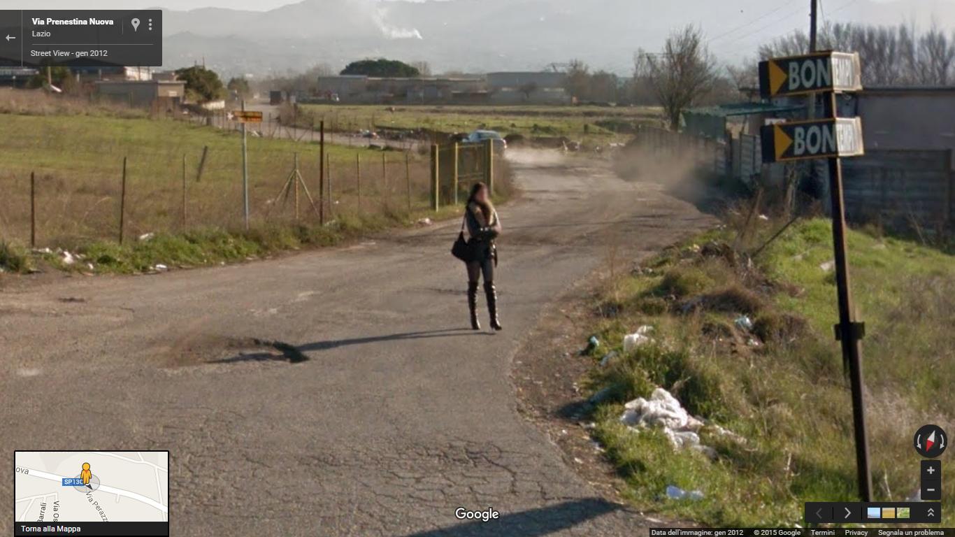 Le prostitute di Roma in posa per Google Street View (foto