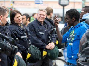colonia polizia immigrati