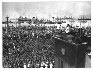 Mussolini durante la sua visita a Palermo