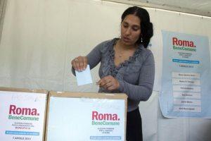 Anche i Rom al voto per le primarie del PD in un gazebo zona via delle Vigne - fotografo: benvegnù - Guaitoli