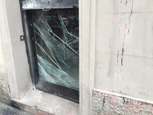 Porta-interna-danneggiata-Casapound-Firenze