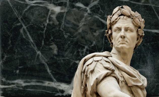 Cesare genetliaco dèi