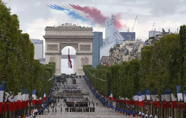 14 luglio parata Hollande