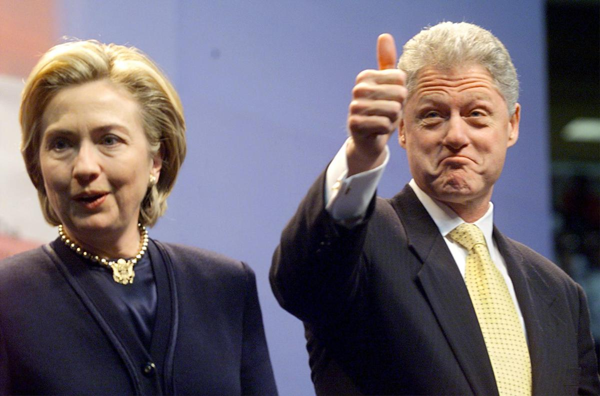 US President Bill Clinton (R) gives a thumbs up sign with First Lady Hillary Rodham Clinton (L) as they took to the stage prior to addressing the people of Buffalo, New York at the Marine Midland Arena 20 January. This is the first official trip of Clinton to Buffalo and comes after his State of the Union speech to Congress. (ELECTRONIC IMAGE) AFP PHOTO/Stephen JAFFE ORG XMIT: BUF99