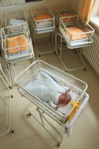 crisi economica- calo delle nascite- soglia di povertà