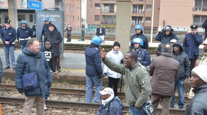 gang nordafricani ostaggio gang treno passeggeri