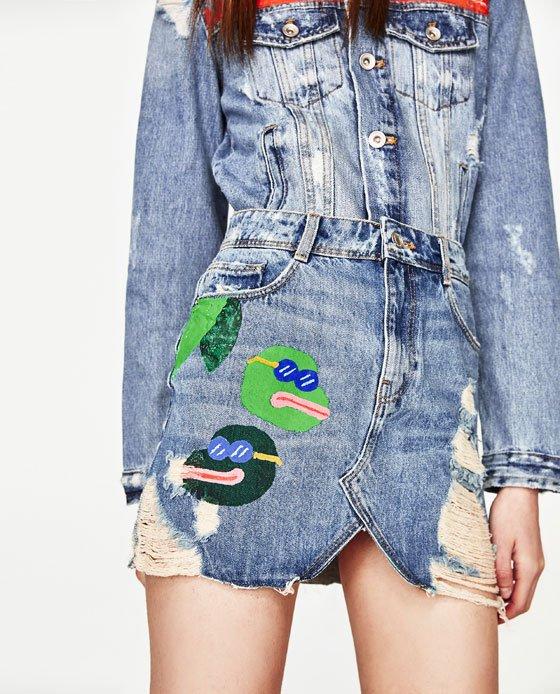 Zara ritira la gonna con le rane dal mercato.
