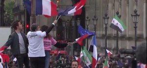 Macron Louvre bandiere anti Assad terroristi