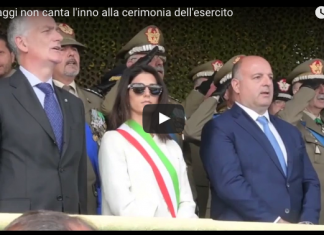 Raggi non canta l'inno Boldrini