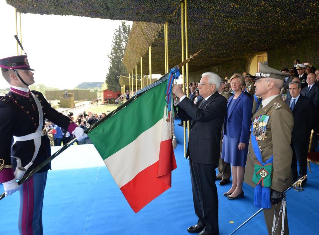 Ok conferimento medaglia d 39 oro alla bandiera di guerra for Bandiera di guerra italiana