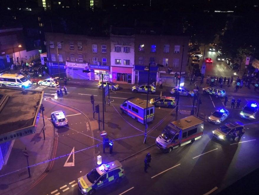 londra terrorismo furgone moschea