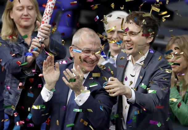 germania approva matrimoni gay e adozioni merkel