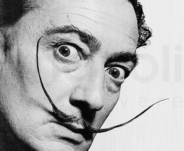 Esumato il cadavere di Salvador Dalì, i celebri baffi intatti