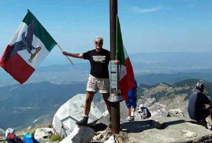 Con bandiera di Salò sulle Apuane, Rossi denuncia prof