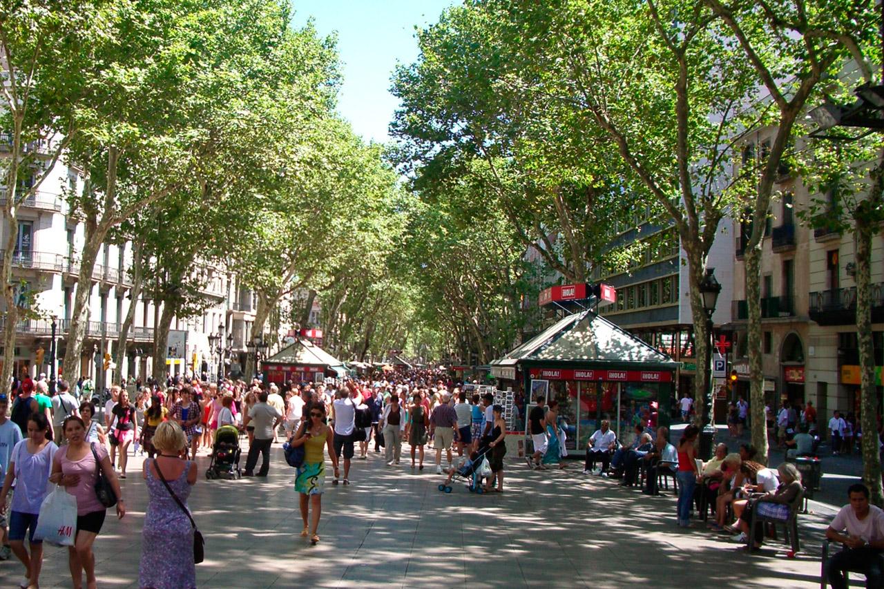 Barcellona, furgone contro la folla sulla Rambla