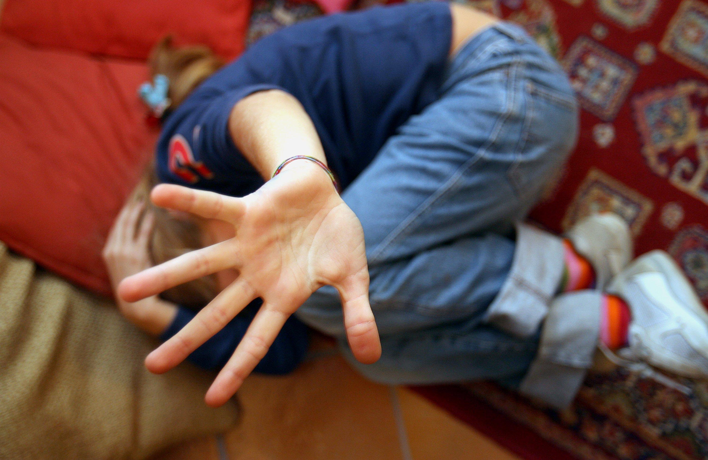 Reggio Emilia, richiedente asilo violenta bambino disabile, confessa e resta libero
