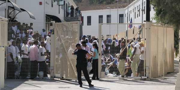 Lampedusa, donna denuncia tentati abusi
