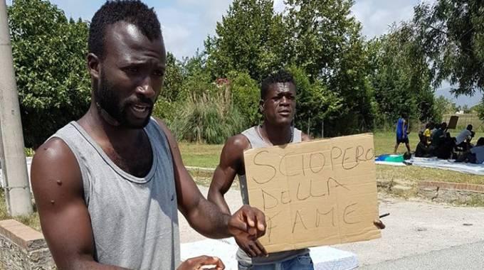 migranti soldi