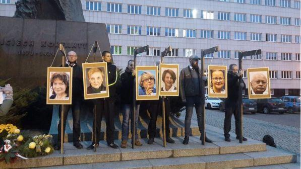 Forca simbolica per gli eurodeputati vicini a Soros: polemica in Polonia