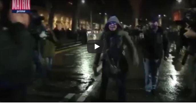 La prof antifascista augura la morte ai poliziotti, Renzi: