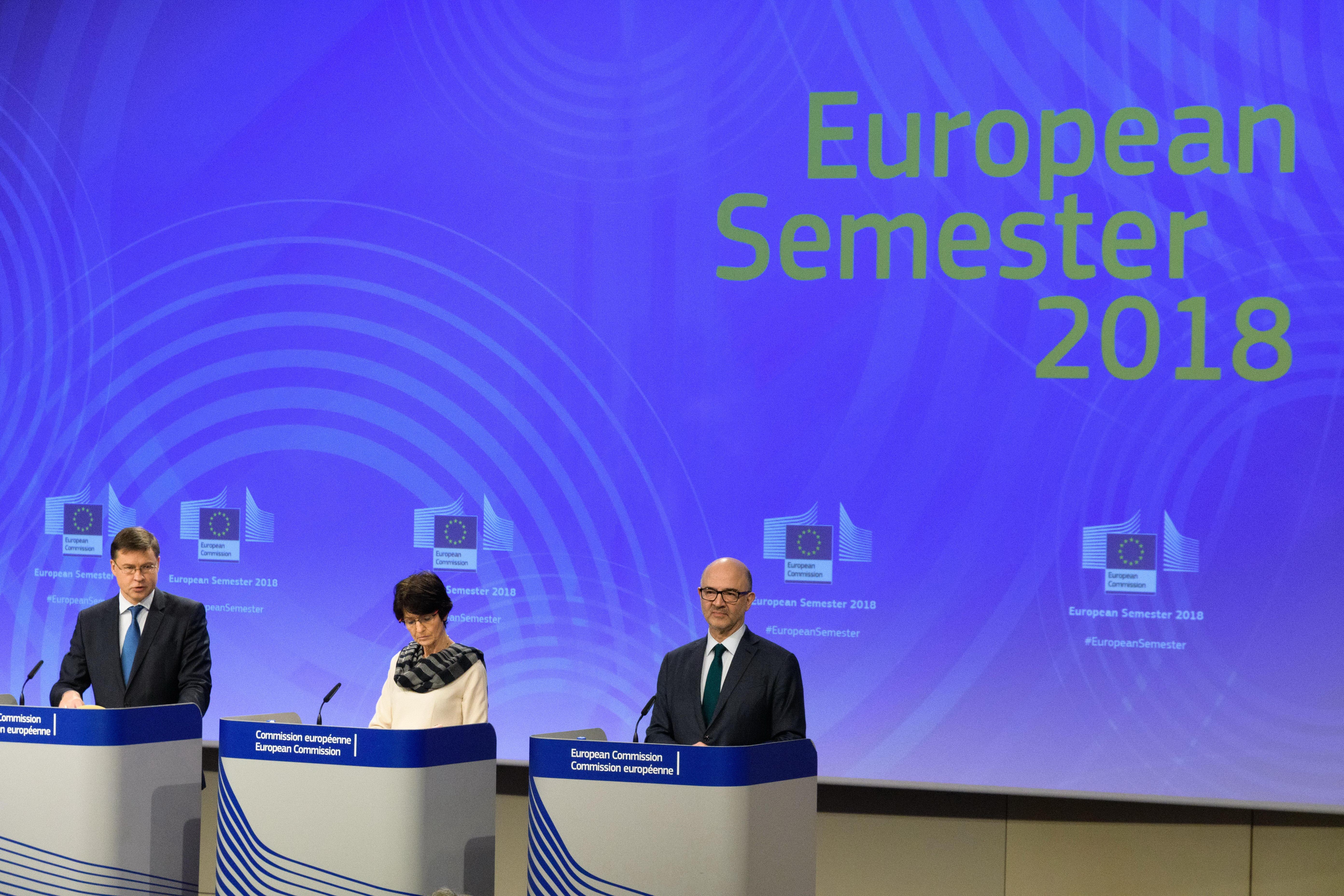 Bruxelles bacchetta l'Italia: