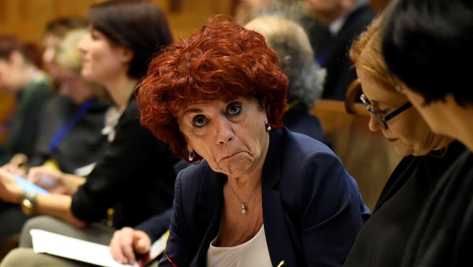 L'Accademia della Crusca contro il ministro Fedeli: