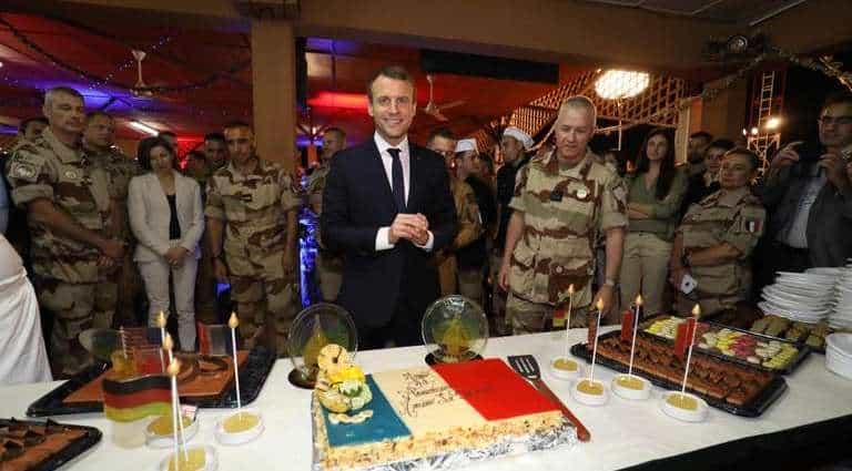 Svolta clericale di Macron e la Francia laica si ribella