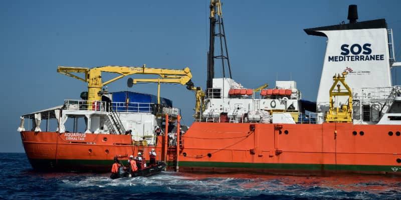 Caso Aquarius, migranti a Valencia a bordo di navi italiane
