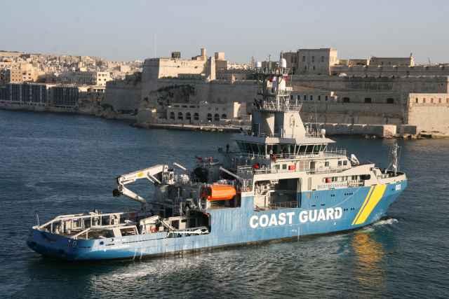 Ong, il capitano della Lifeline trattenuto a Malta. Fermata anche la Sea-Watch