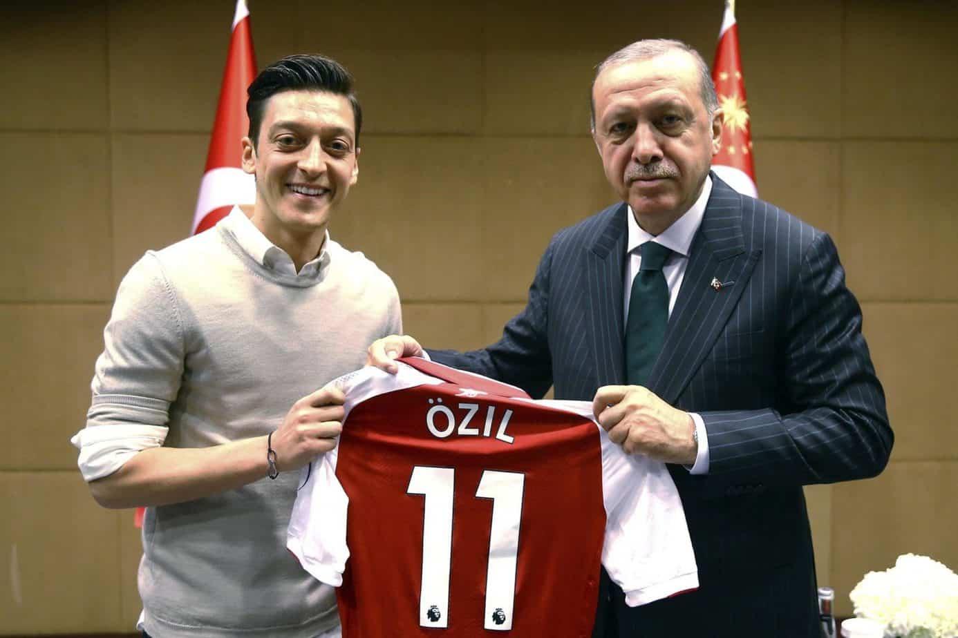 Ozil annuncia il ritiro dalla Nazionale tedesca: Mi sento indesiderato e discriminato