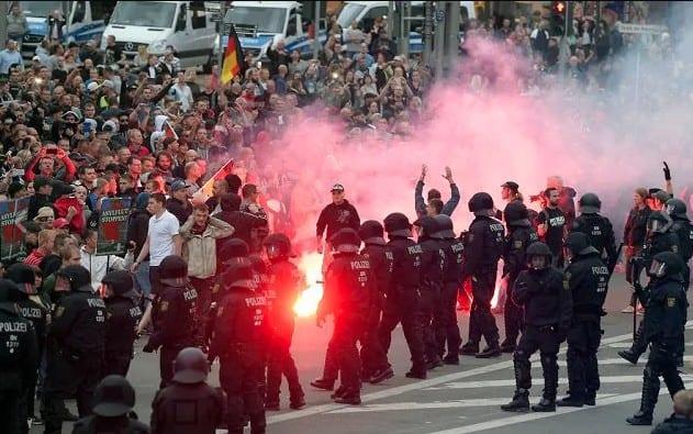 Germania rivolta anti immigrati Chemnitz