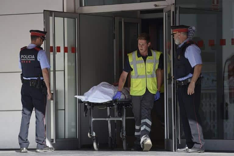 Barcellona, algerino attacca polizia al grido
