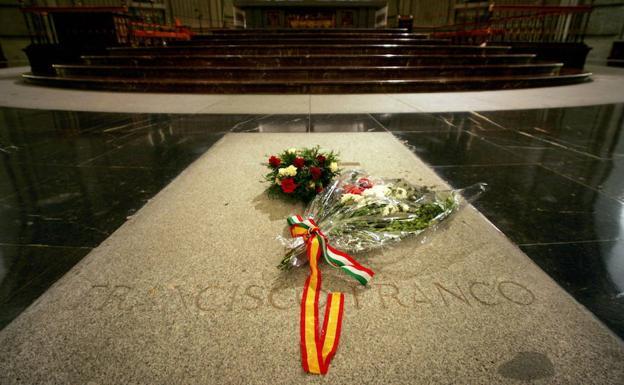 Spagna, decreto governo fa rimuovere resti Franco dimensione font +