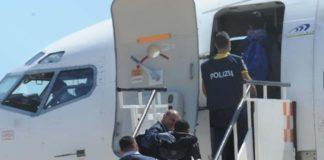 guasto all'aereo rimpatrio tunisini