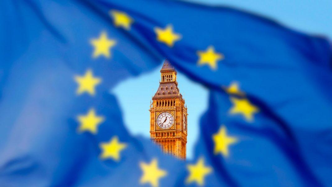 La bandiera Ue con sullo sfondo il Big Ben