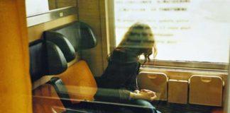 immigrato molesta donne treno impunito