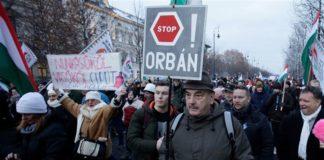 proteste orban lavoro