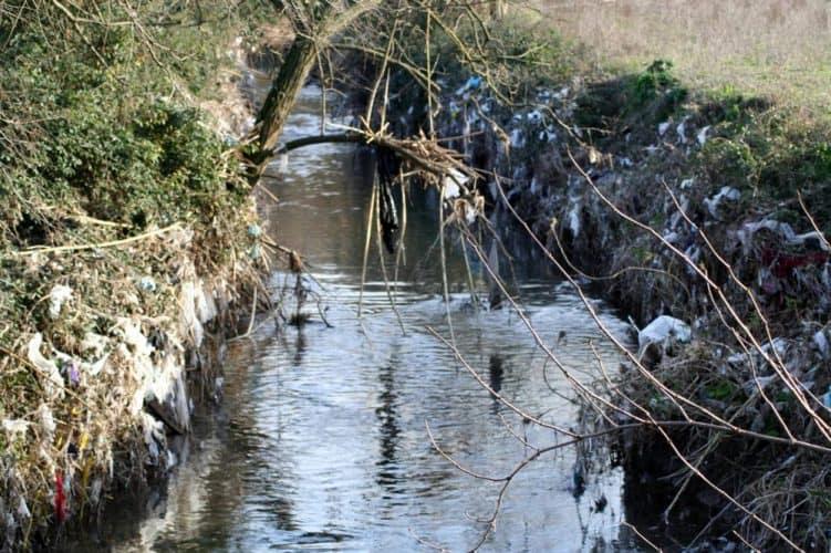 Almone fiume Roma discarica