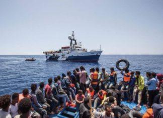 nave piena di immigrati