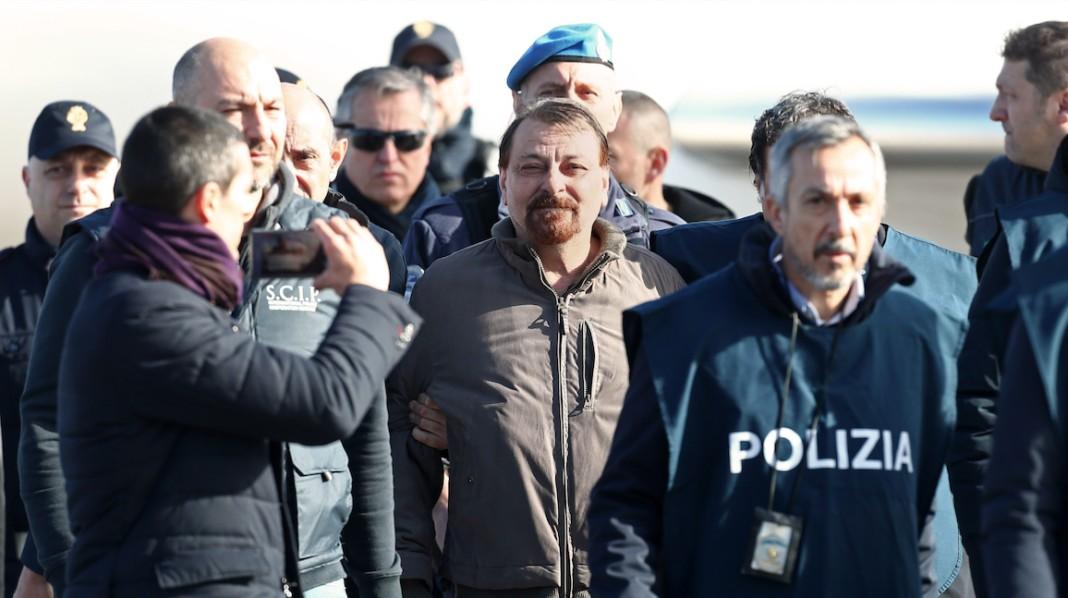 Cesare Battisti sorriso beffardo