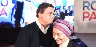 Carlo Calenda abbraccia Emma Bonino